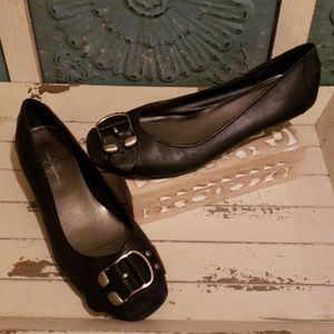 JESSICA SIMPSON BUCKLE FLATS